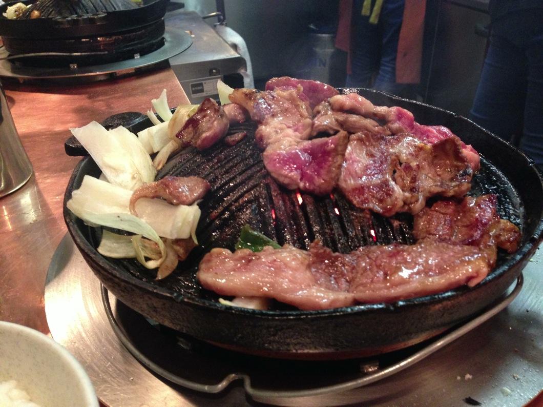 お肉を焼いているところ